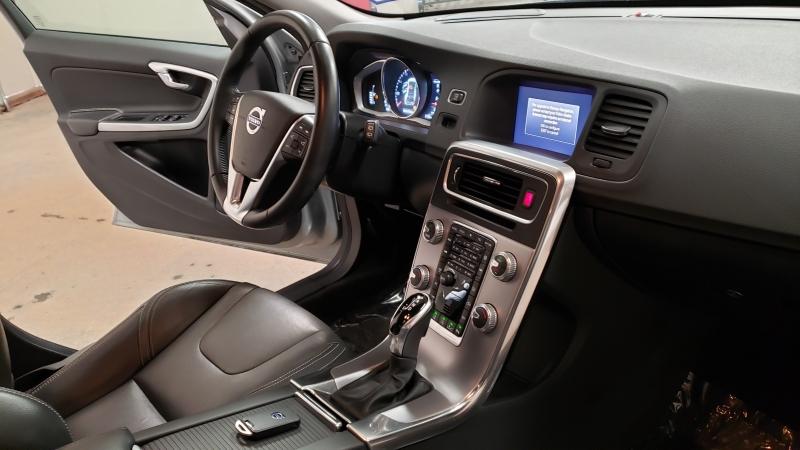 Volvo V60 2018 price $16,190