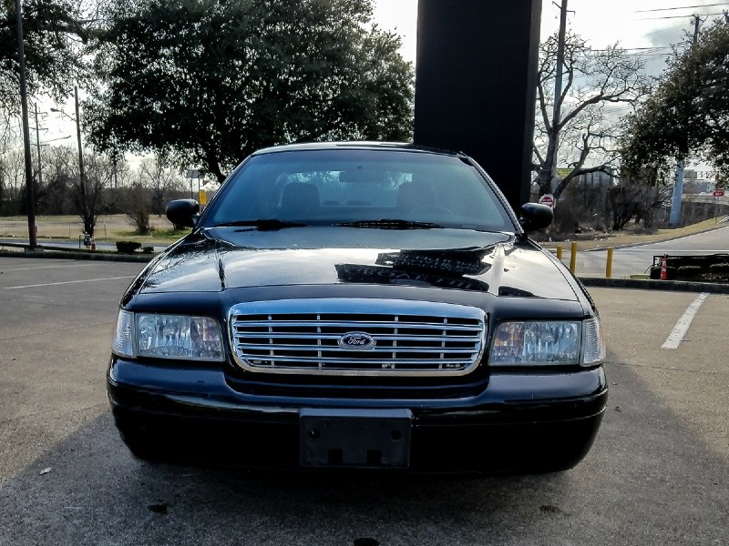 2006 Ford Crown Victoria LX 4door Sedan w/94K Miles on the Odomter