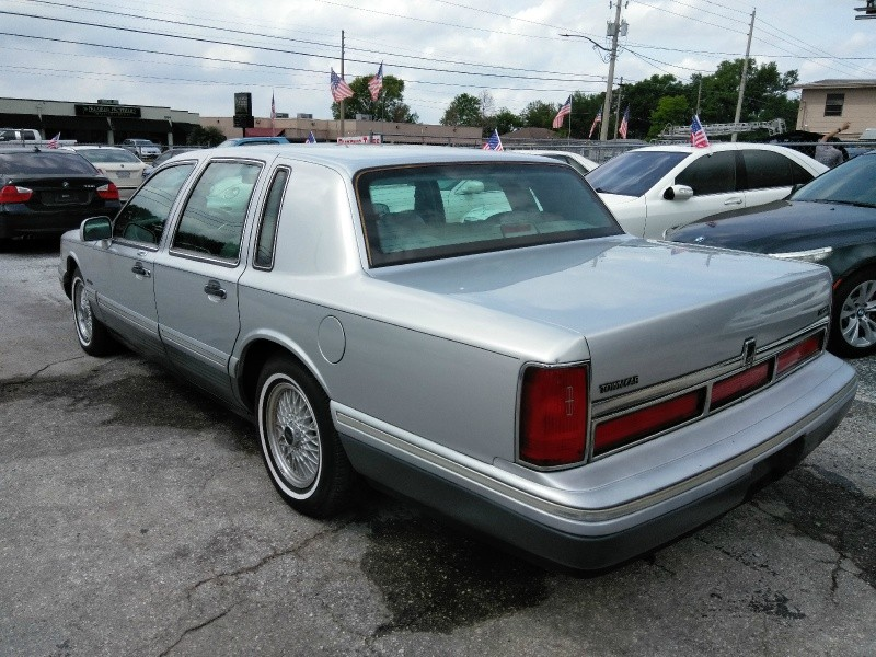 Lincoln Town Car 1997 price $2,450