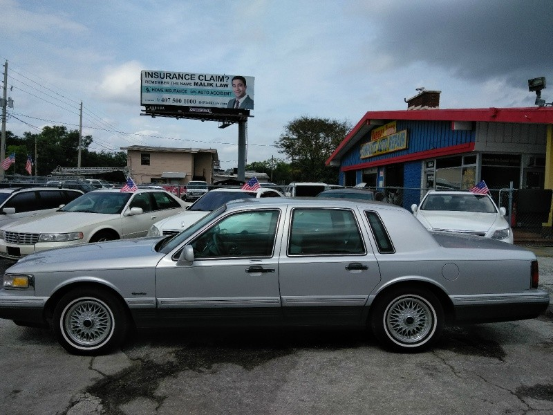 Lincoln Town Car 1997 price $3,250