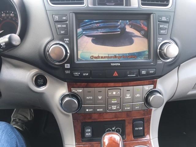 Toyota Highlander 2011 price $14,377