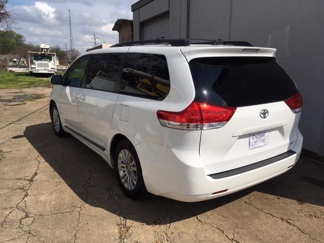 Toyota Sienna 2014 price $19,986