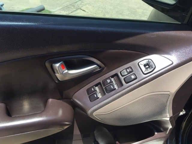 Hyundai Tucson 2012 price $6,986