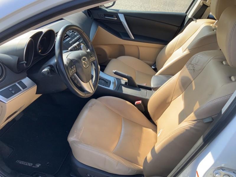 Mazda 3 2010 price $2,500