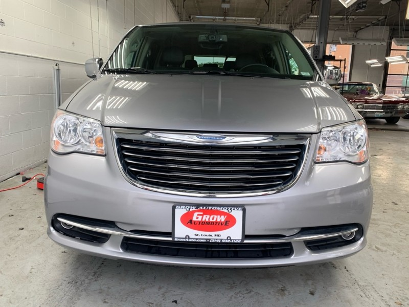 CHRYSLER TOWN & COUNTRY 2014 price $13,998