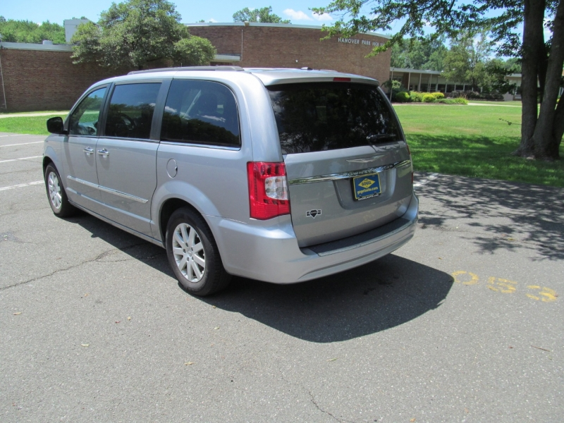 Chrysler Town & Country 2015 price $14,295
