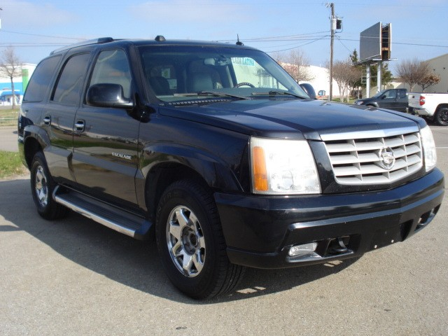 Cadillac Escalade 2005 price $2,990