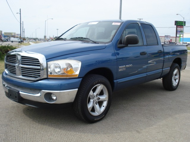 2006 dodge ram 1500 4 door quad cab slt very clean inventory cedar auto sales auto. Black Bedroom Furniture Sets. Home Design Ideas