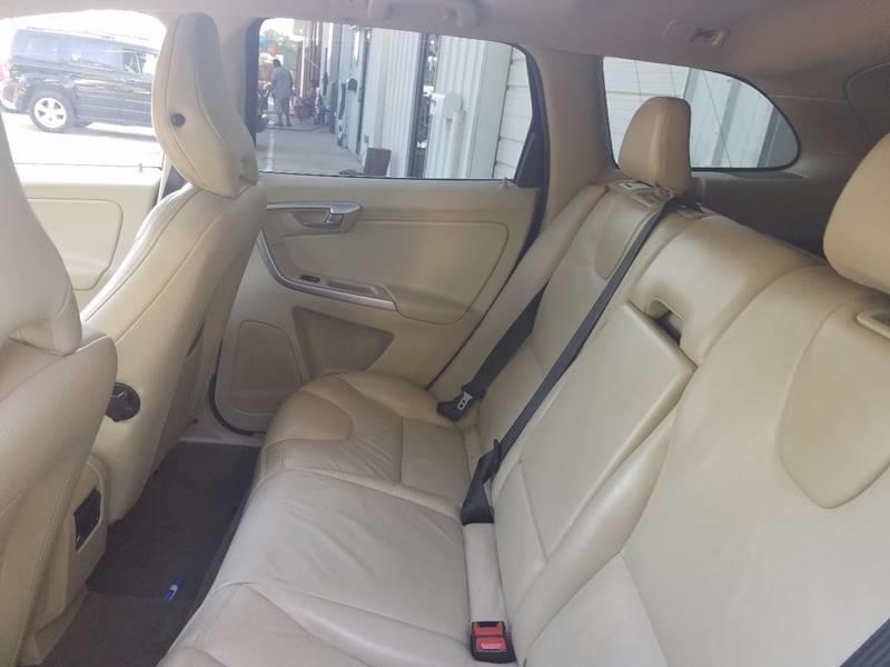 Volvo XC60 2011 price $6,500