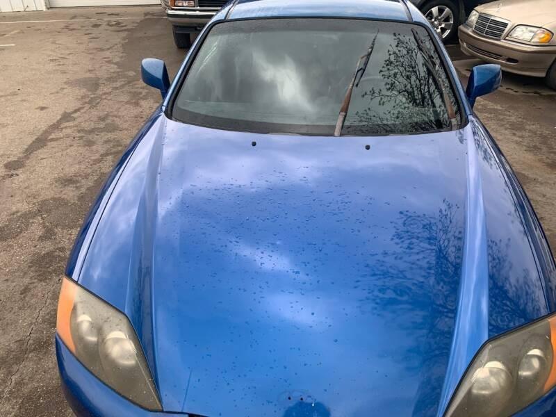 Hyundai Tiburon 2004 price $2,900