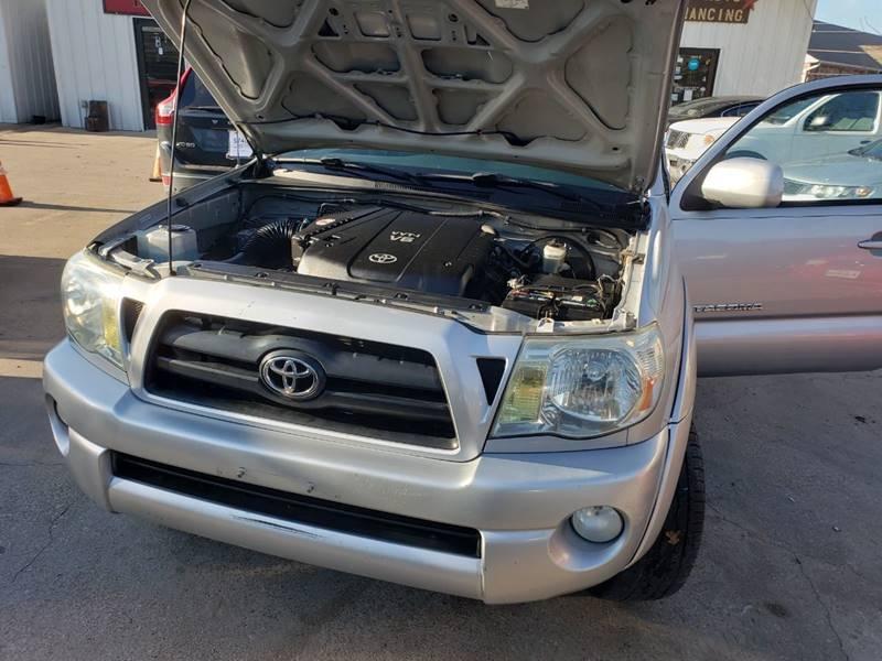 Toyota Tacoma 2006 price $8,000