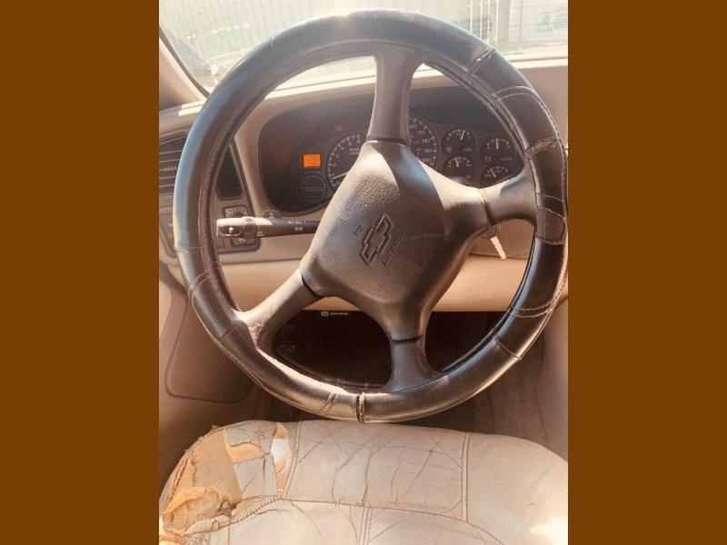 Chevrolet Suburban 2002 price $2,500