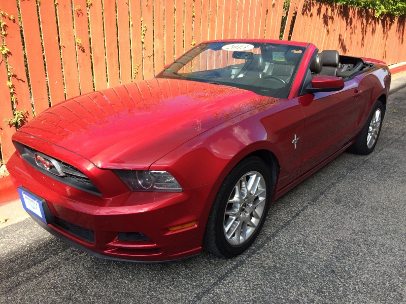 Ford Mustang 2013 price $9,995 Cash
