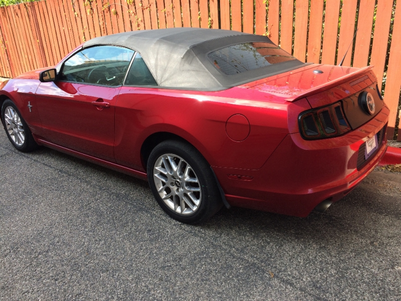 Ford Mustang 2013 price $10,995 Cash