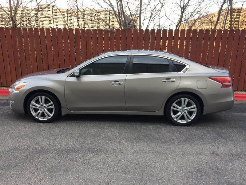 Nissan Altima 2013 price $9,750 Cash