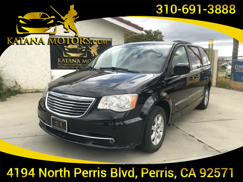 Chrysler Town & Country 2011 price $8,695