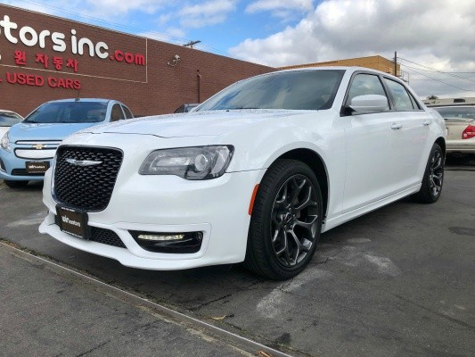 Chrysler 300 2017 price $18,977