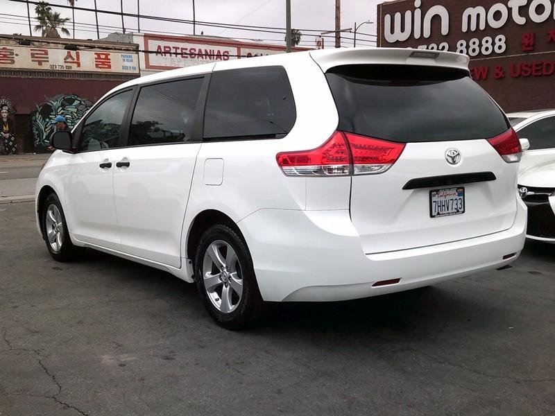 Toyota Sienna 2014 price $14,977