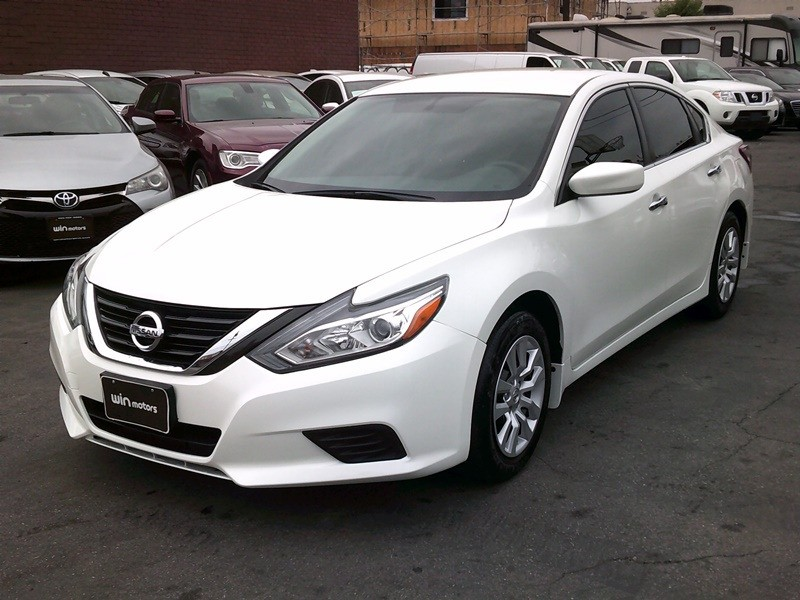 Nissan Altima 2018 price $12,977