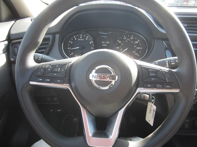 Nissan Rogue 2017 price $13,977