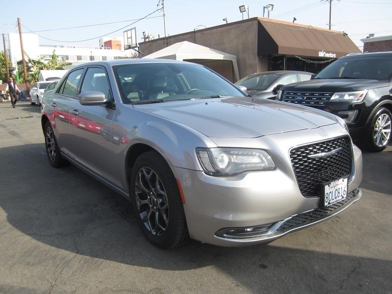 Chrysler 300 2018 price $17,977