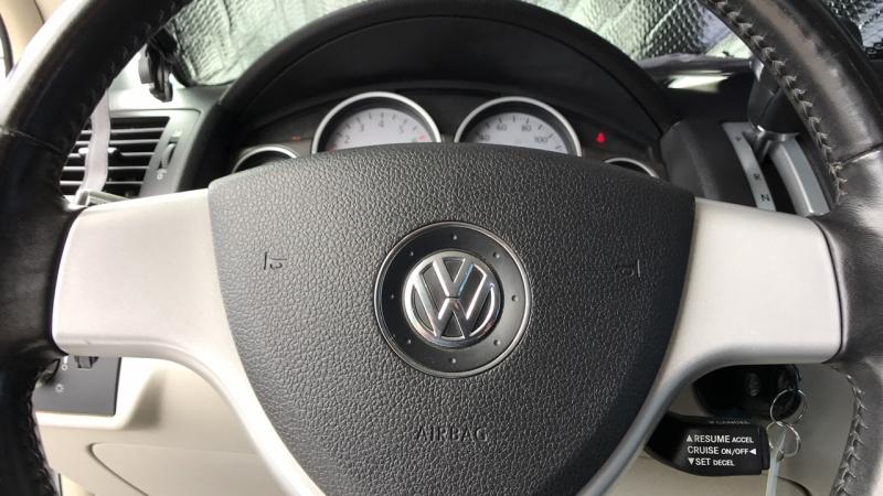 Volkswagen Routan 2009 price $7,488