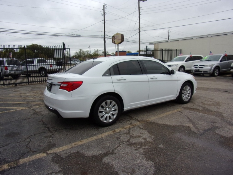 Chrysler 200 2013 price $5,400 Cash
