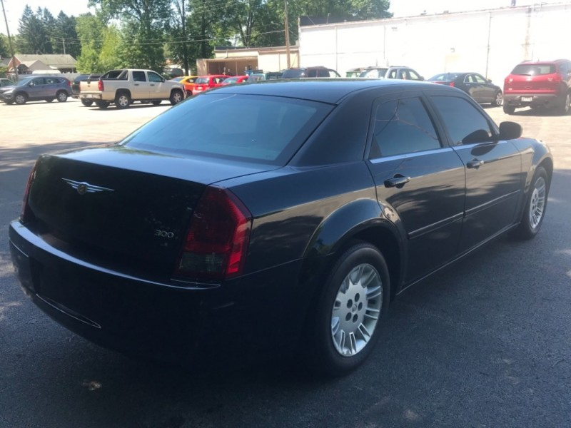 Chrysler 300 2005 price $4,999