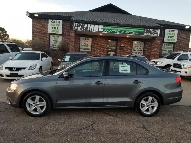 Volkswagen Jetta 2011 price $9,600