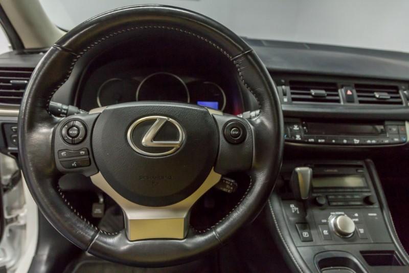 Lexus CT 200h 2015 price $18,999