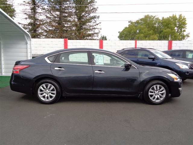 Nissan Altima 2013 price $9,990