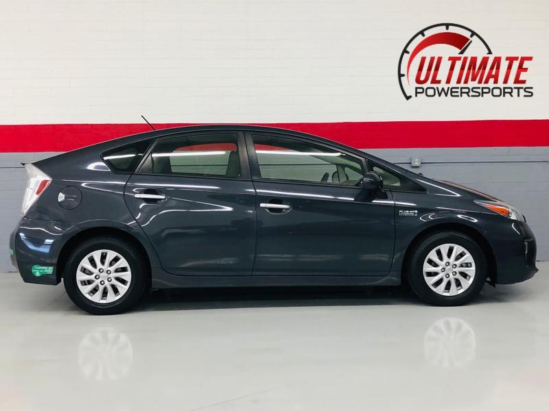 Toyota Prius Plug-In 2013 price $9,277