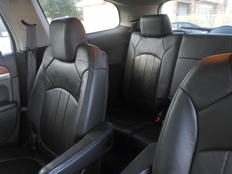 BUICK ENCLAVE 2010 price $9,988