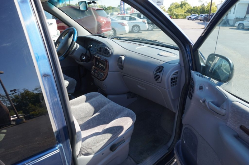CHRYSLER TOWN & COUNTRY 2000 price Call for Pricing.
