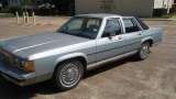 Ford LTD Crown Victoria 1990