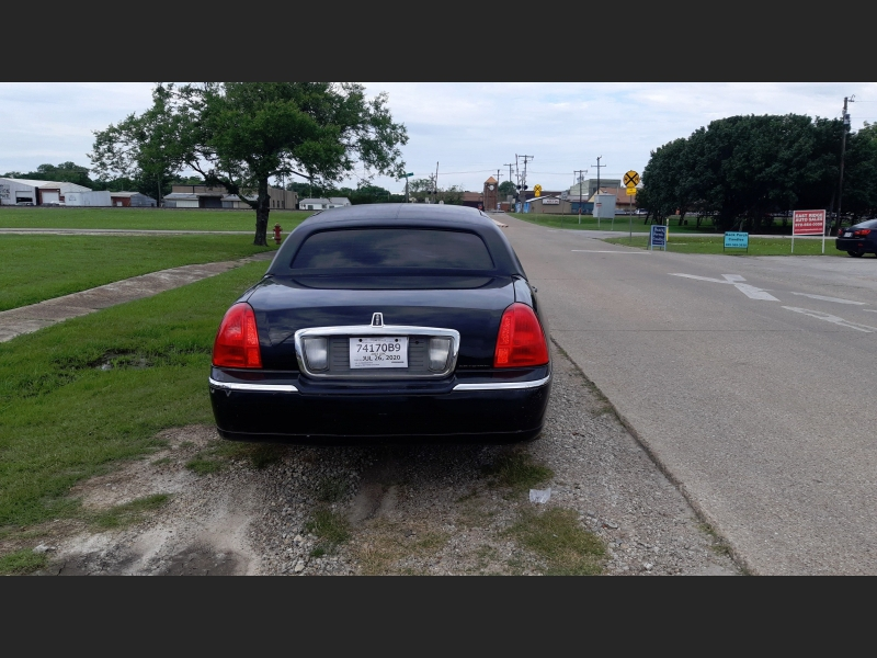 Lincoln Town Car 2003 price $6,795