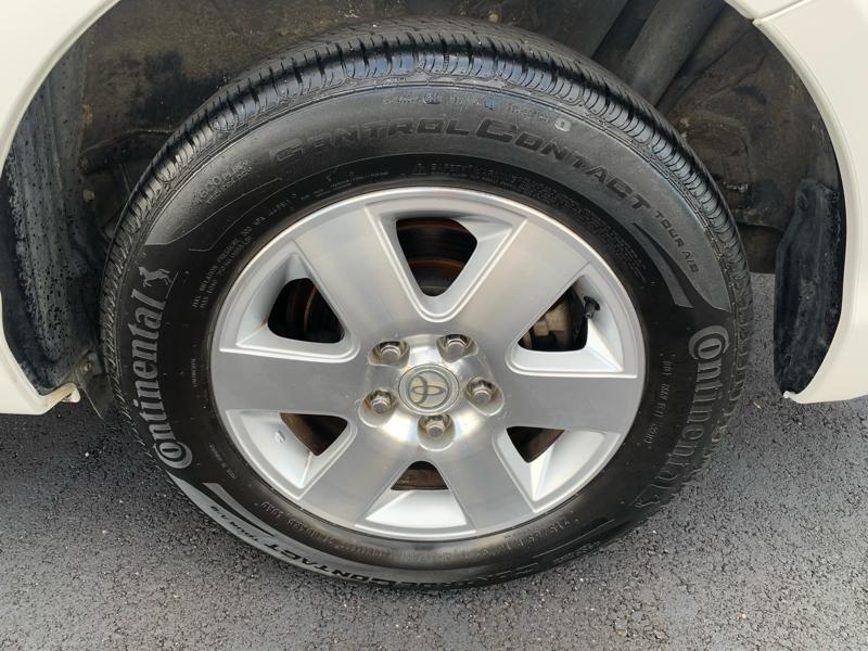 Toyota Sienna 2006 price $4,588