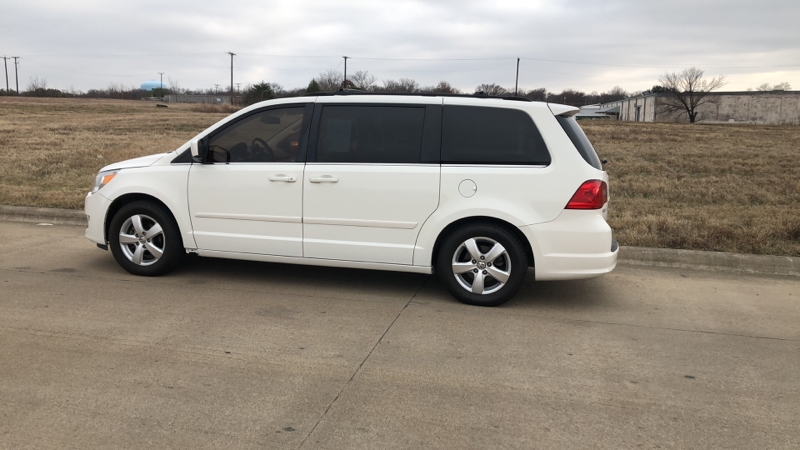 Volkswagen Routan 2009 price $1,200 Down