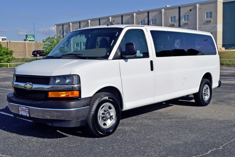 Chevrolet Express 3500 2017 price $18,888