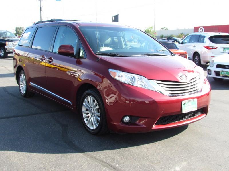 Toyota Sienna 2012 price $13,999