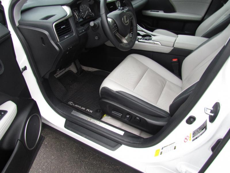 Lexus RX 350 2017 price $31,977
