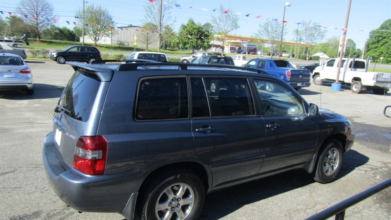 Toyota Highlander 2004 price $4,695