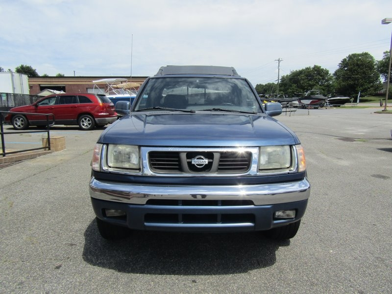 Nissan Frontier 2000 price $4,995