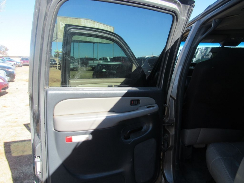 CHEVROLET SUBURBAN 2001 price $3,995 Cash