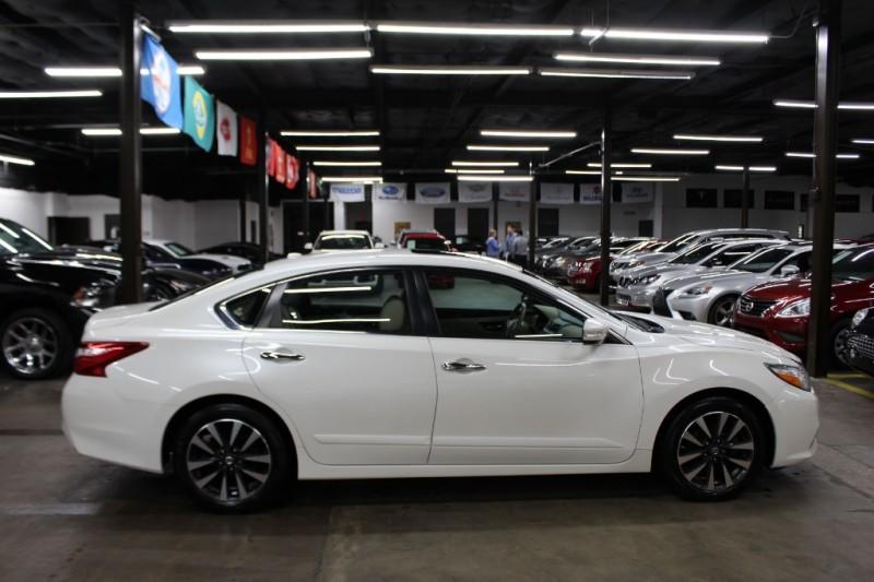 Nissan Altima 2016 price $11,999