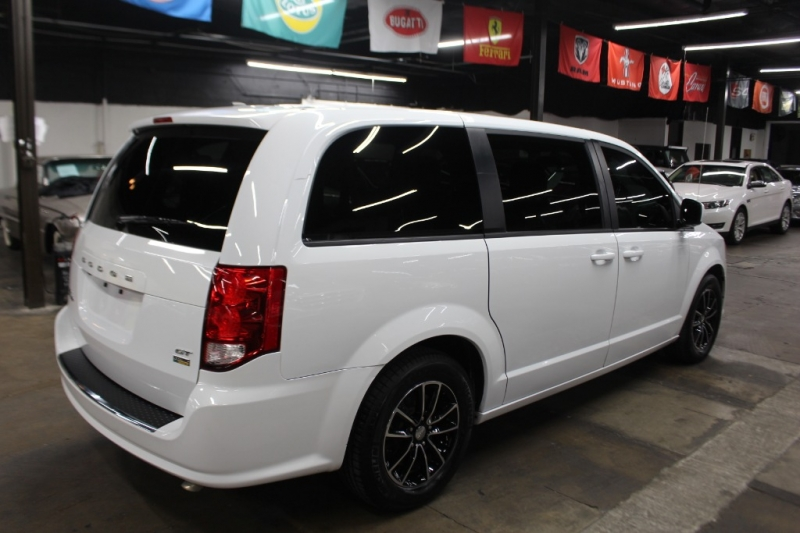 Dodge Grand Caravan 2018 price $16,999