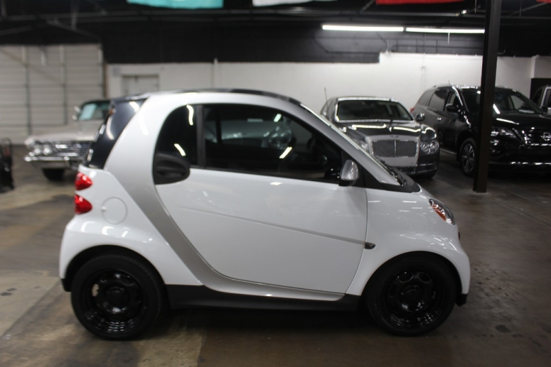 Smart fortwo 2014 price $5,999 Cash
