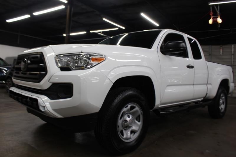 Toyota Tacoma 2018 price $17,999 Cash