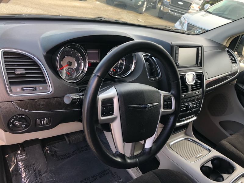 Chrysler Town & Country 2014 price $9,550