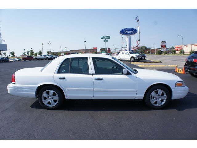 2011 Ford Crown Victoria 4dr Sdn LX